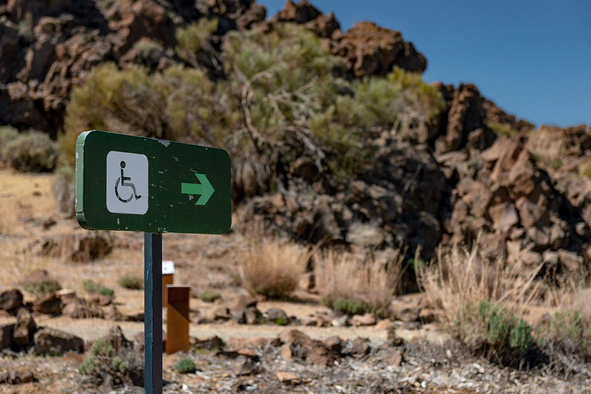 Sign indicating wheelchair accessible route