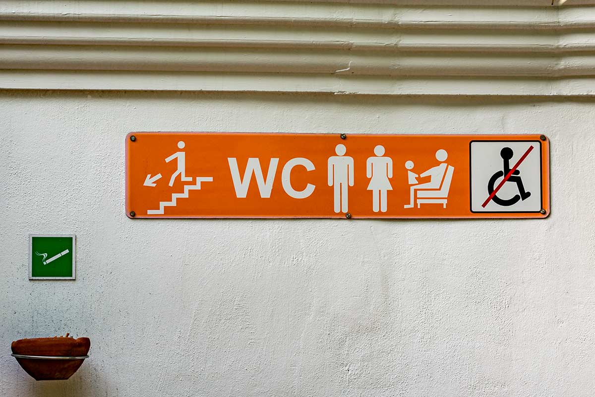 Sign no handicap restrooms