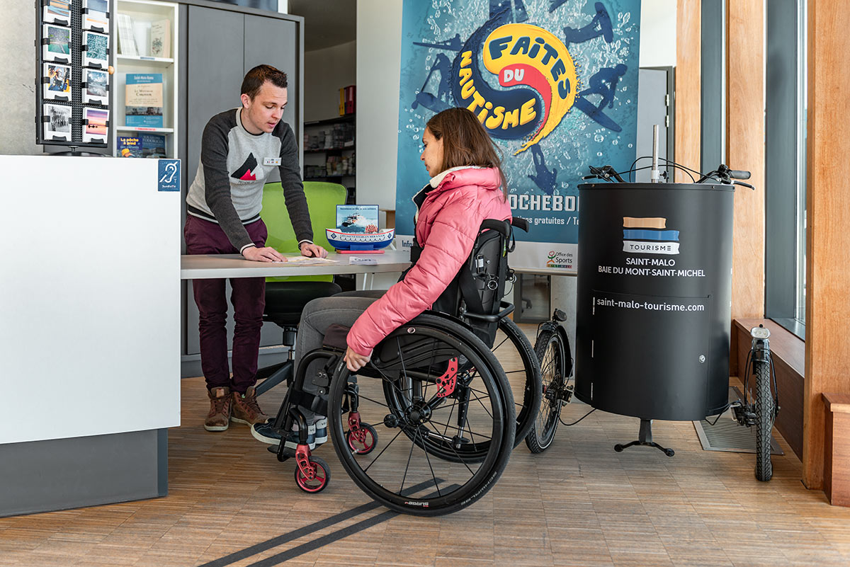 Lowered counter at the St Malo Tourist Office | Little Miss Turtle | Wheelchair Travel Blog