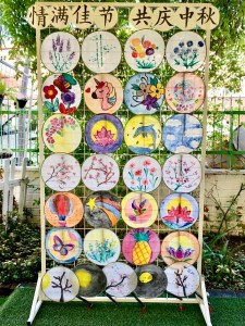 Children painted fan to as craft to celebrate Mid-autumn festival. Celebration will be held in Little Palm Preschool, at 20 East Coast Ave. We will walk around Siglap and Bedok area with children while they hold their homemade lantern.