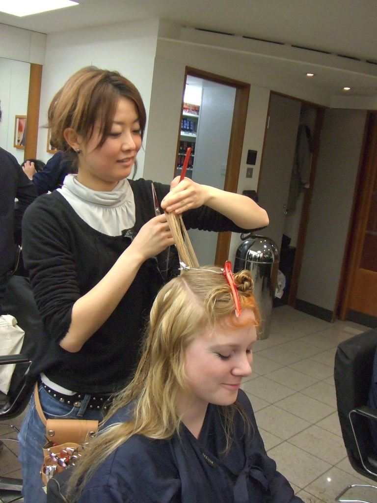 Hiroko used to be a hairdresser herself, so she knows firsthand how tough it is!