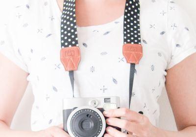Camerariem zwart met witte stippen koop je bij Little Small.