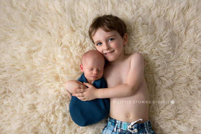 newborn photo with siblings
