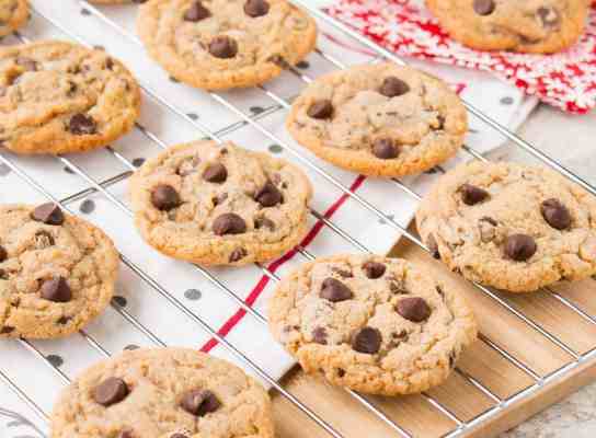 Chewy Chocolate Chip Cookies (video)