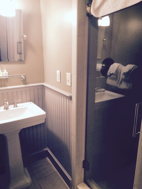 Bathroom Colonial Inn