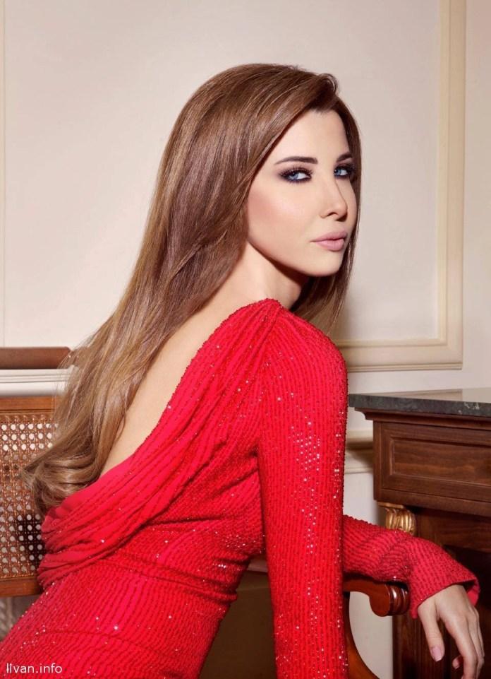 Нэнси Ажрам в красном