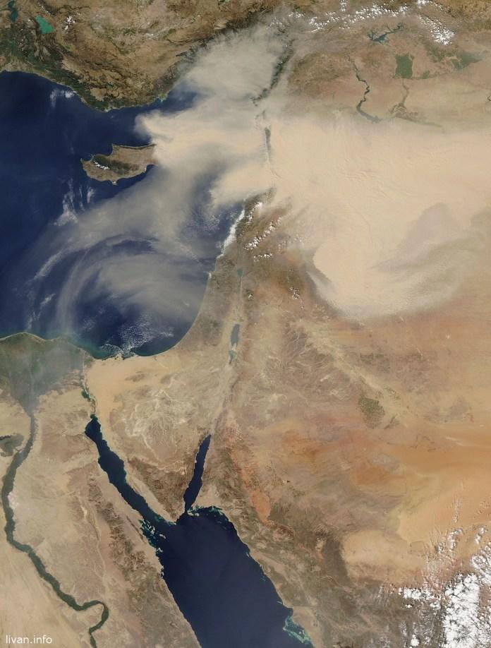 """Изображение песчаной бури в Ливане со спутника """"НАСА""""."""