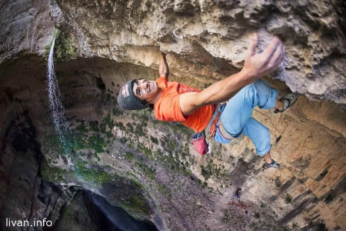 Альпинист Дэвид Лама, первый кто покорил ущелье водопада Баатар