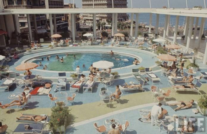 Бассейн в отеле Phoenicia в 60-х