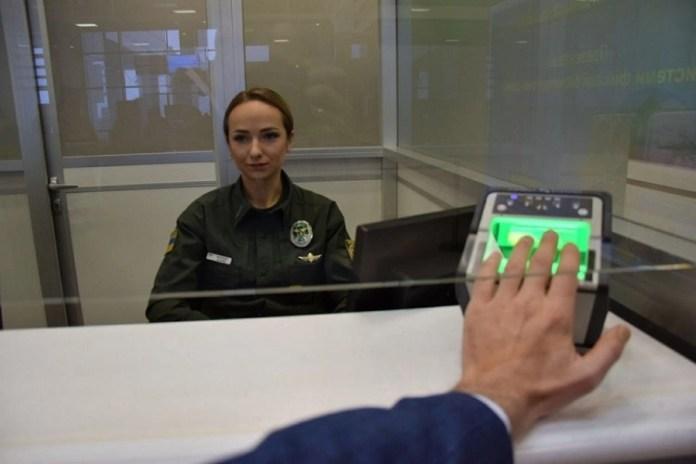 На Украинской границе заработал биометрический контроль для ливанцев, россиян и других иностранцев.