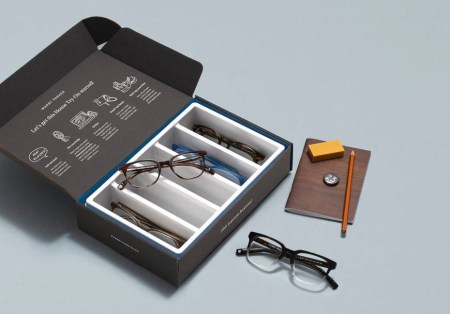 WarbyParkerから送られるcase