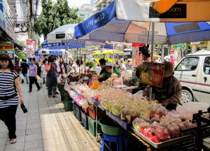 Fresh Fruit Vendors, Living cheap in Bangkok Thailand