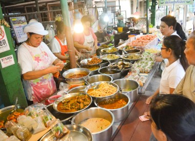 Khao Rad Gaeng, Top Bangkok Street Food, Thailand Cheap Eats