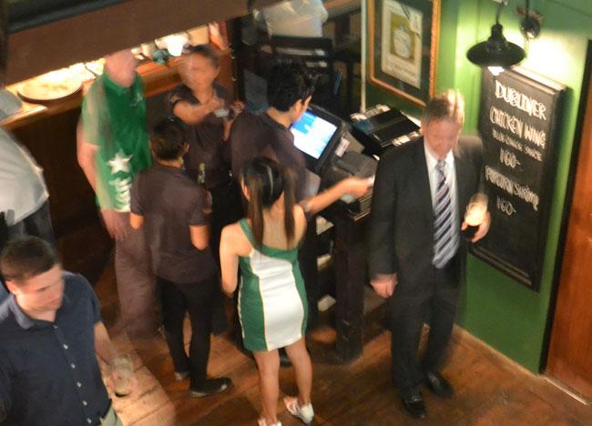 Irish Jig in a Suit, Dubliner Irish Bar in Bangkok Sukhumvit