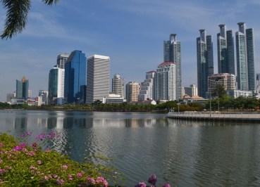 Life in Southeast Asia - Cycling in Benjakiti Park Bangkok - Rajada Lake