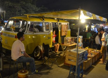 Rot Fai Market Bangkok - Weekend Retro Market - Retro Bus Shop