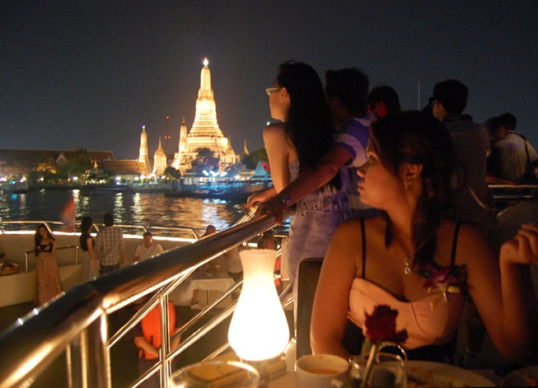 Temple of Dawn at Night, Top 10 Bangkok Attractions, Experiences Thailand