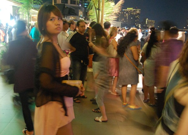 Queueing, Bangkok Dinner Cruise, Romantic Valentines, Southeast Asia