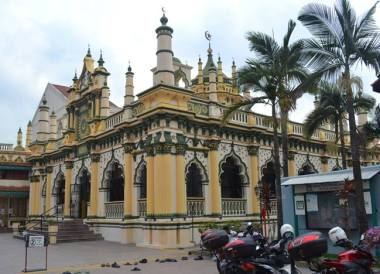 Little India Mosque, Where to Stay in Singapore on a budget