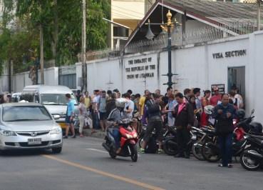 Queues on Thanon Pan, Myanmar VISA Application in Bangkok