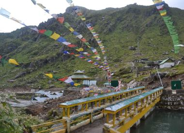 Gangtok to Changu Lake in Low Season, Prayer Flags