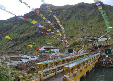 Gangtok to Changu Lake in Low Season, Prayer Flags