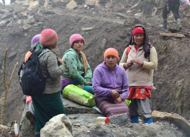 Gangtok to Changu Lake in Low Season, Local Workers