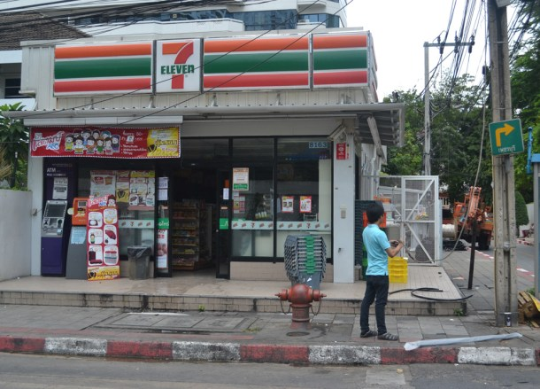 Shopping at 7/11, Living cheap in Bangkok Thailand