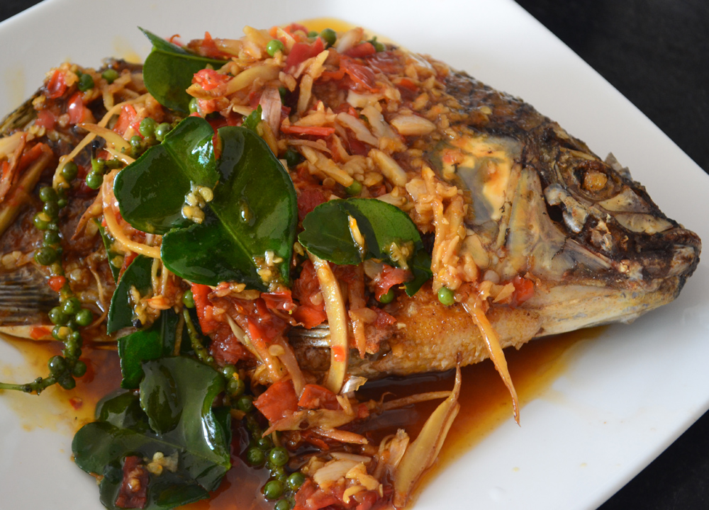 Thai fried fish dishes pla tod cooking in thailand for Sauce for fried fish