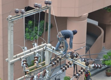 Fixing Electricity Wires, Surviving a Power Outage in Bangkok