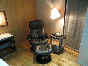 Comfy Chair, Maduzi Hotel Bangkok Review Asoke