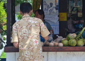 Coconut Stall, How to Open, Prepare and Eat Coconuts