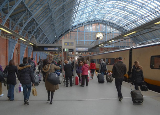 Saint Pancras, Travel from London to Paris by Eurostar, Low Cost Airlines