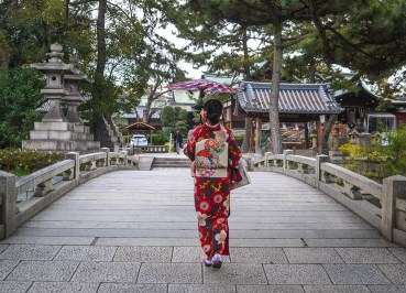 Beautiful Gardens, Kimono Rental in Osaka Japan (Wargo)
