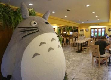Giant Plush Totoro, Bangkok Totoro Cafe Restaurant Sukhumvit 29