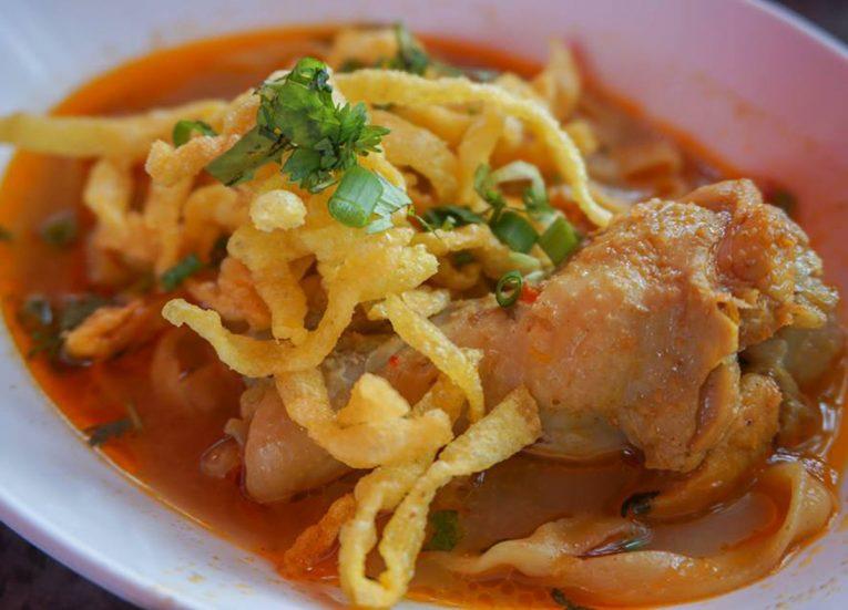 Kuay Teow Hoi Ka Khao Soi Curry on Ping River Chiang Mai