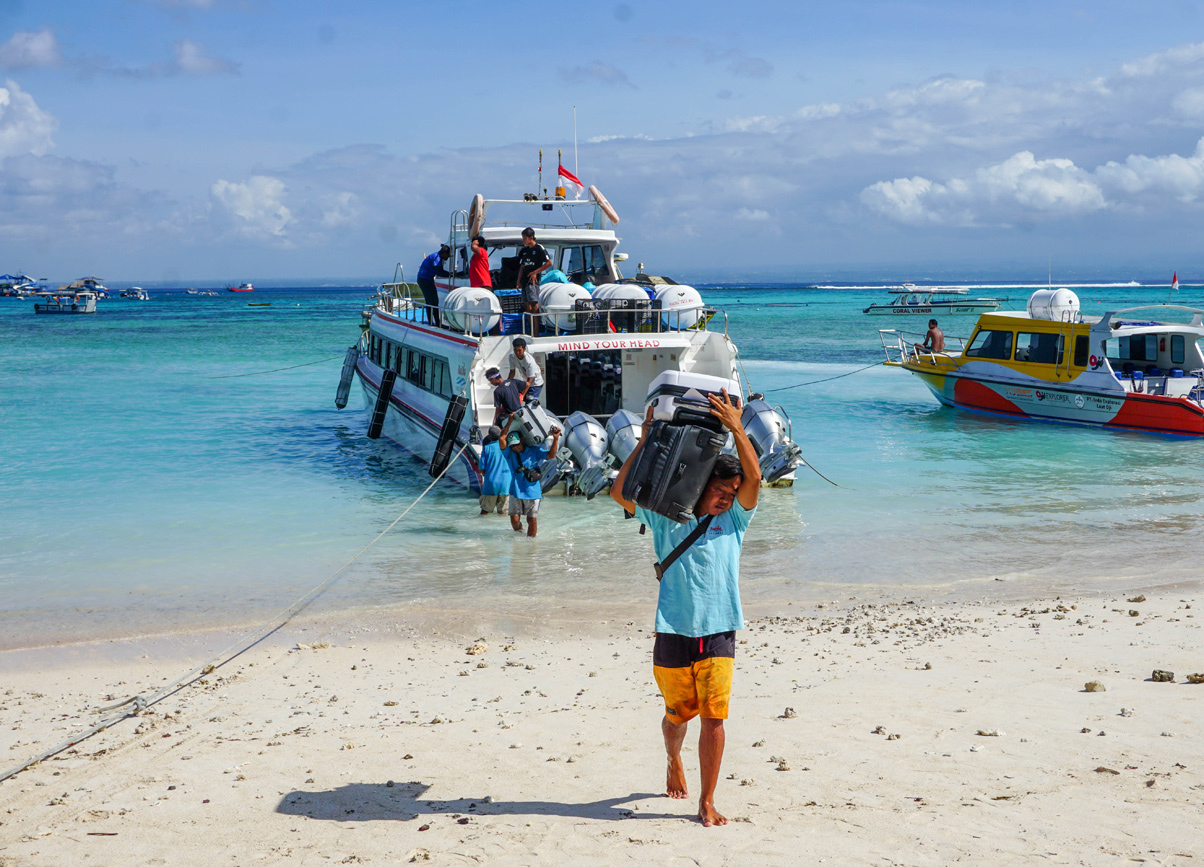 Where to Stay in Bali? Arrival Beach for Boats. Sanur to Nusa Lembongan