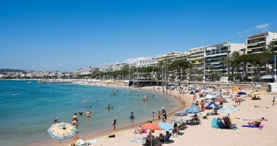 LLL - Live and Let Live - Soldiers to patrol French beaches to protect tourists from ISIS attack