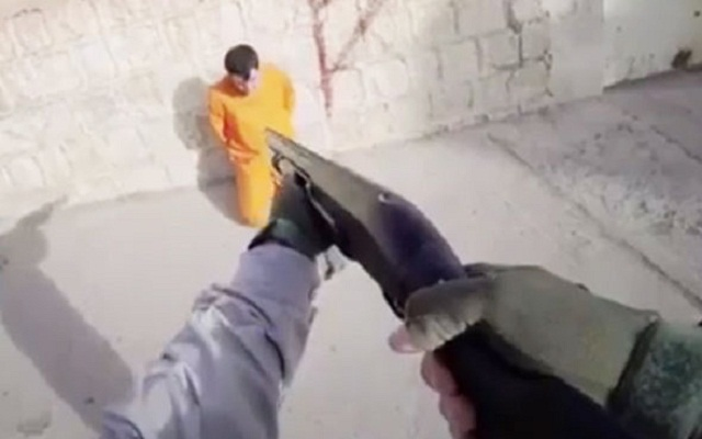 LLL - Live and Let Live - ISIS jihadis humiliating prisoners with painting spray before blasting them to death