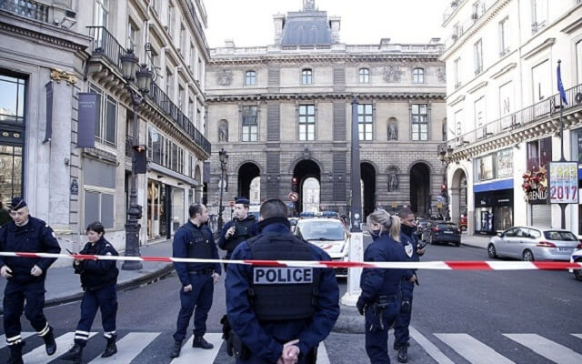 "LLL-Live Let Live-Man armed with a machete shouting ""Allahu akbar"" tried to enter the Louvre museum in Paris"