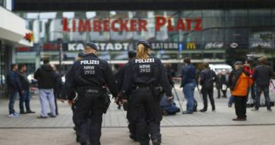 LLL-Live Let Live-German authorities hunts possible Islamic State contacts of mall attack plotter