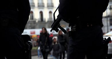 LLL - Live Let Live - Migrants in Spain clash with the police in Madrid after death of illegal vendor