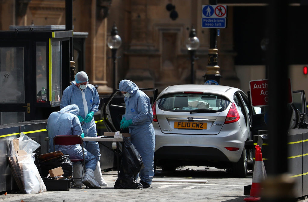LLL - Live Let Live - London police treat the car crash near the Parliament as terrorism 1