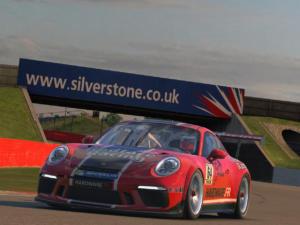 """Le """"vieux"""" circuit de Silverstone permet quand même de s'éclater"""