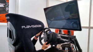 Playseat et Thrustmaster s'étaient associés pour des cockpits de présentation sur Dirt 4 et F1 2017