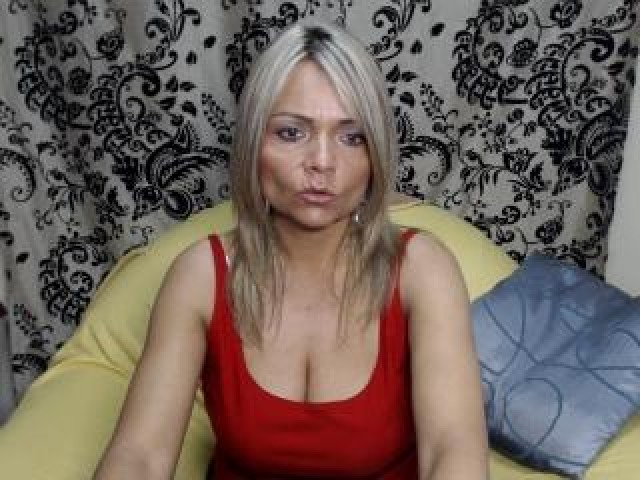 Judithhot Live Webcam Mature Shaved Pussy Brown Eyes Tits Model