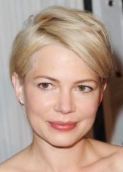 actress michelle williams' hairstyles