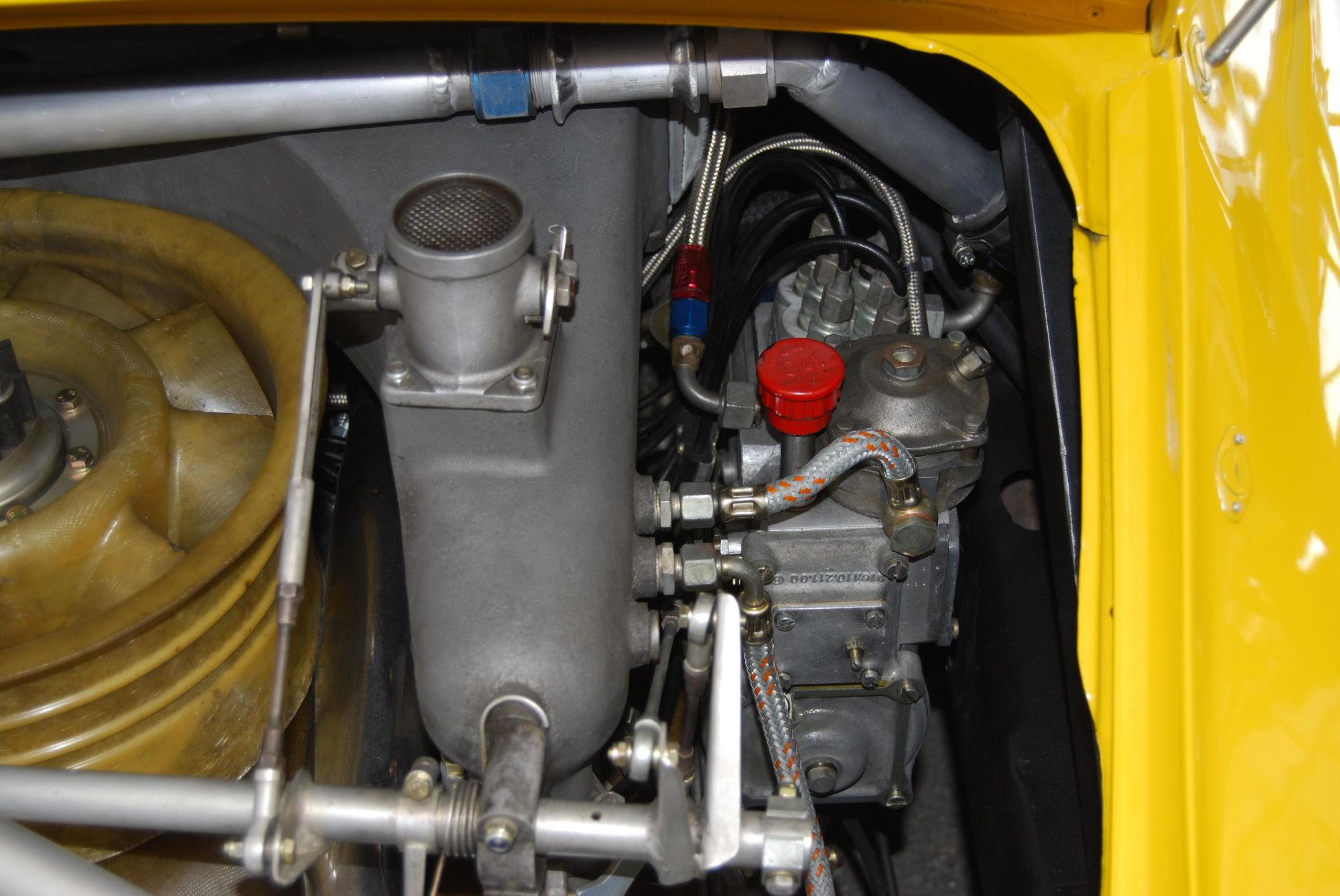 hight resolution of this porsche fuel injection system is complex but serviceable