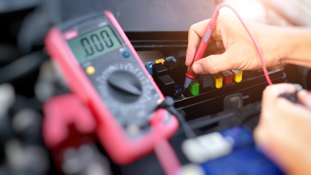 medium resolution of testing for voltage in fuse box