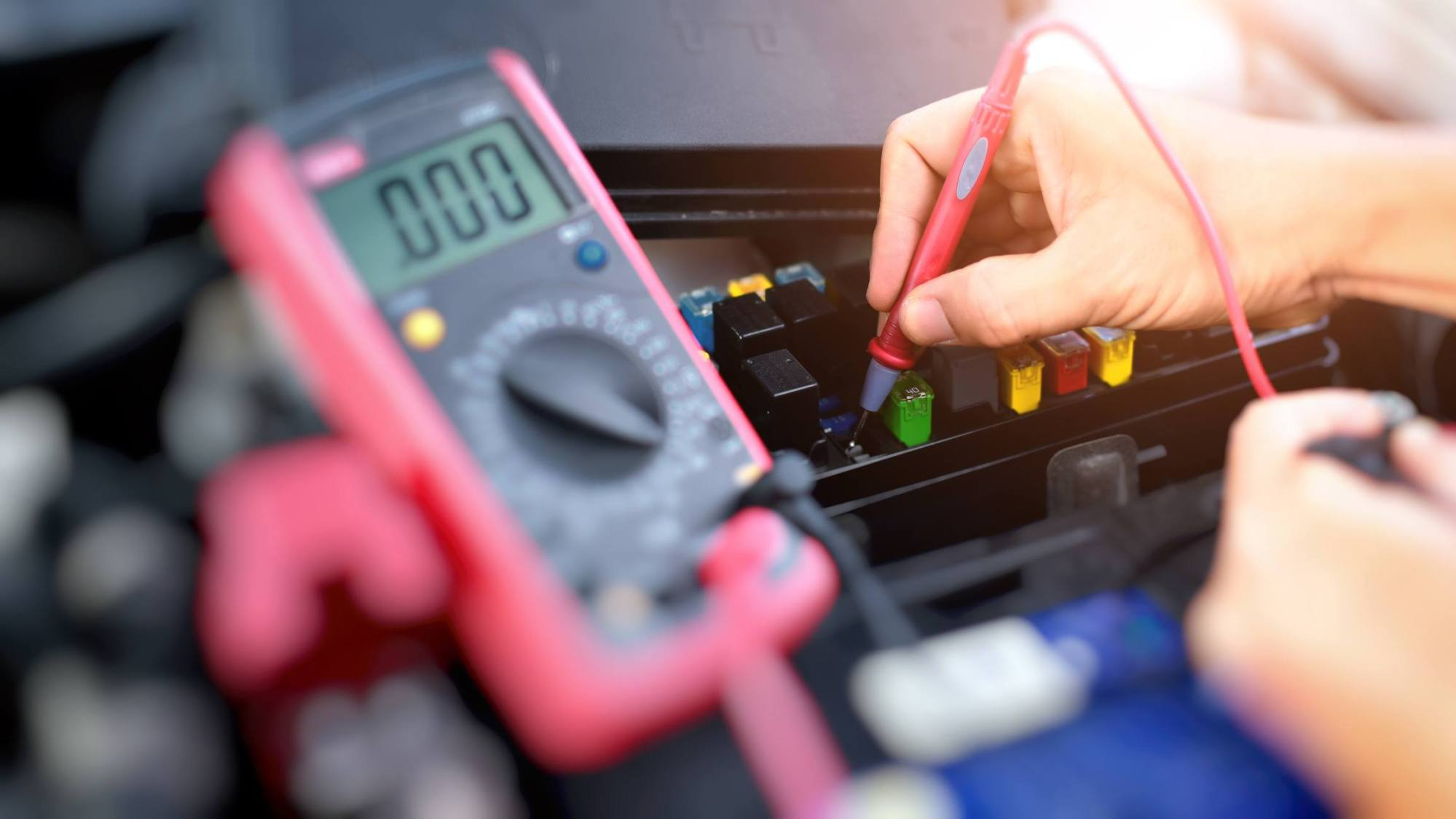 hight resolution of testing for voltage in fuse box